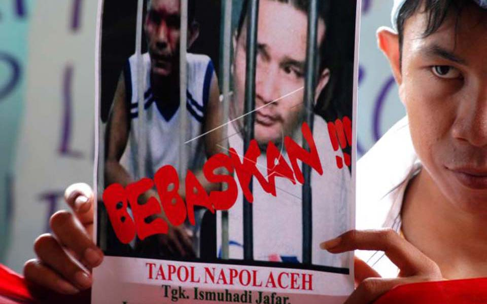Poster reads 'Release Acehnese Prisoners' (Antara)
