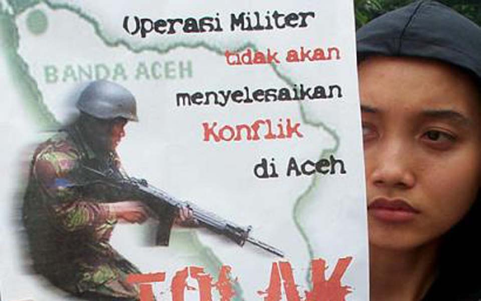 Protest against military operations in Aceh (AP)