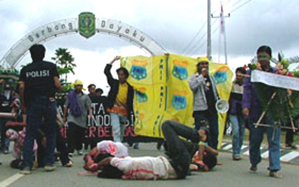 Student protest against police violence at UMI campus (kutaikartanegara)
