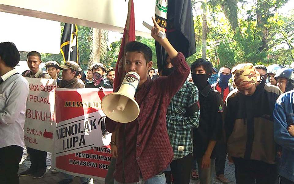 UMI students demonstrate at Makassar district court (Sulsel Satu)