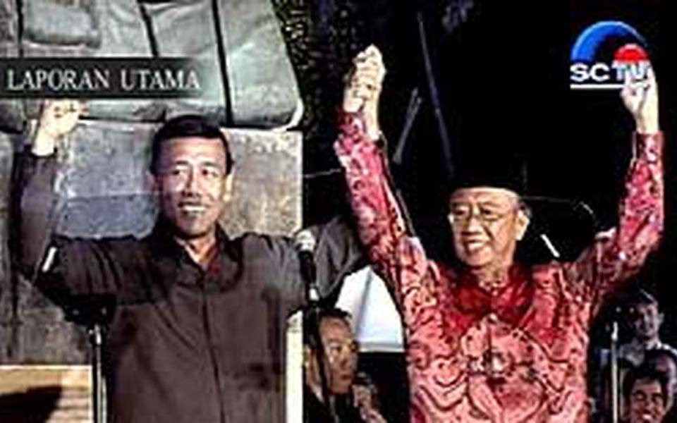 Wiranto and Gus Solah at campaign rally (Liputan 6)