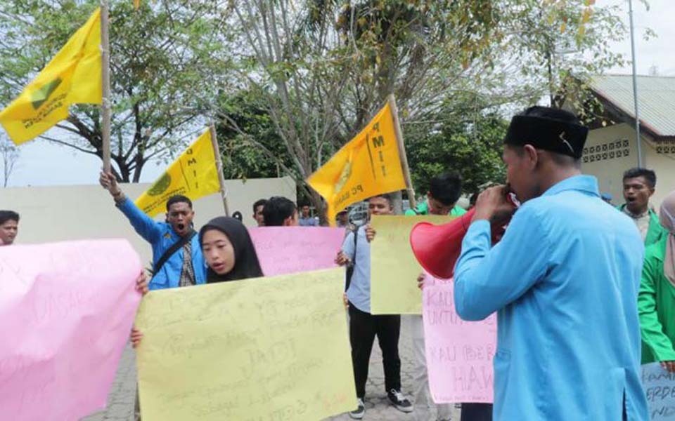 Acehnese students hold protest in Lhokseumawe (Tribune)