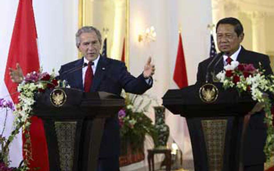 President Yudhoyono and George W Bush at Bogor Palace - November 20, 2006 (people)
