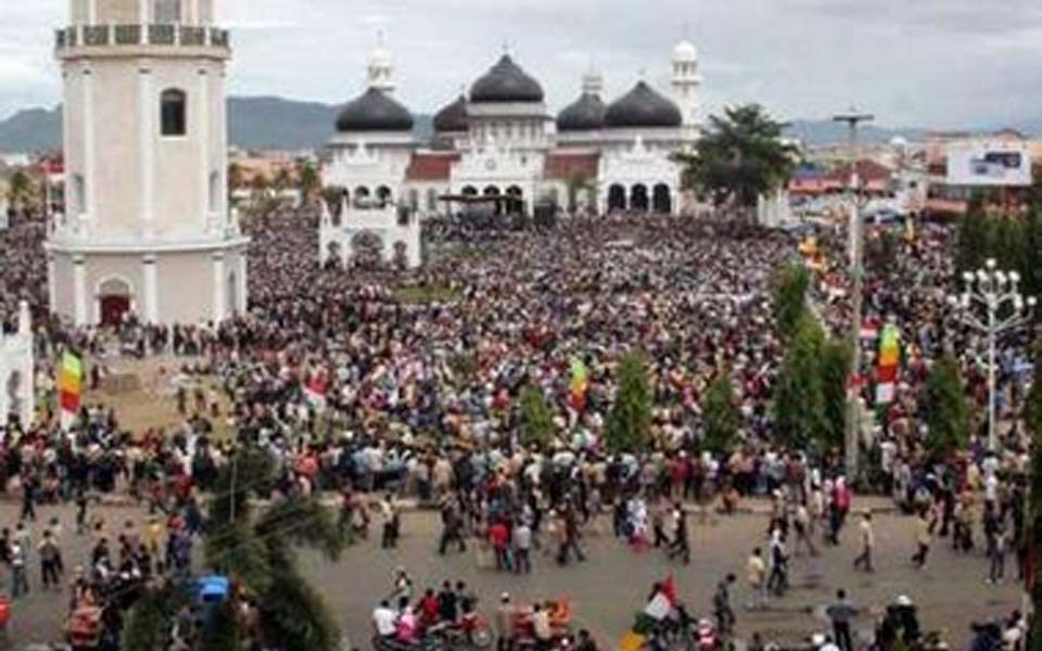 Protesters commemorate 1 year of peace at Baiturrahman Raya Mosque in Banda Aceh (Oki Tiba)