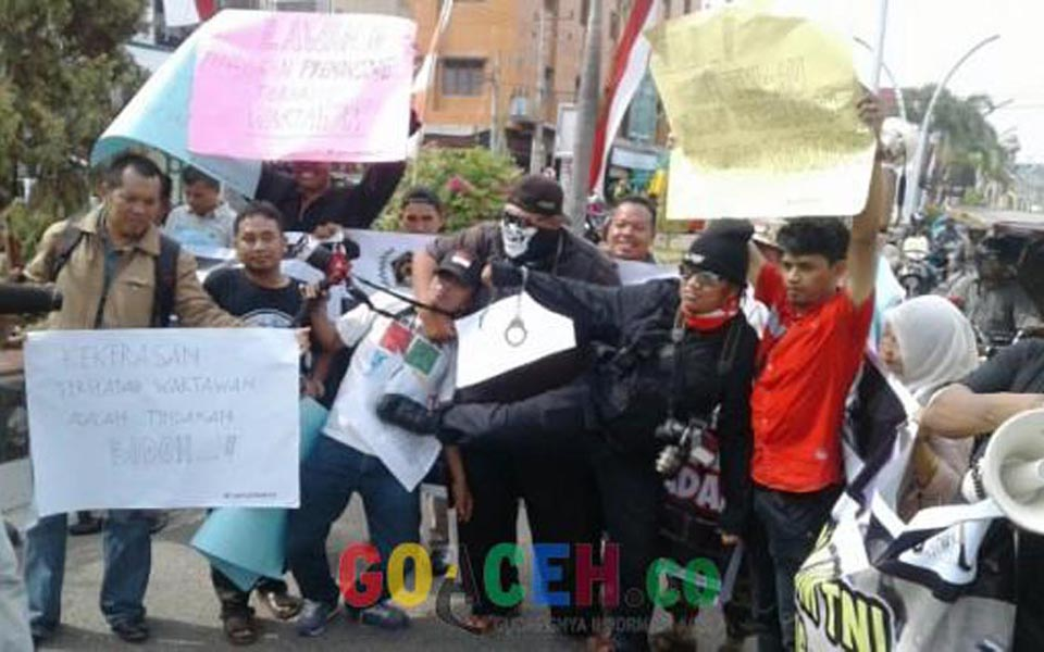 Residents protest in Bireuen (goaceh)