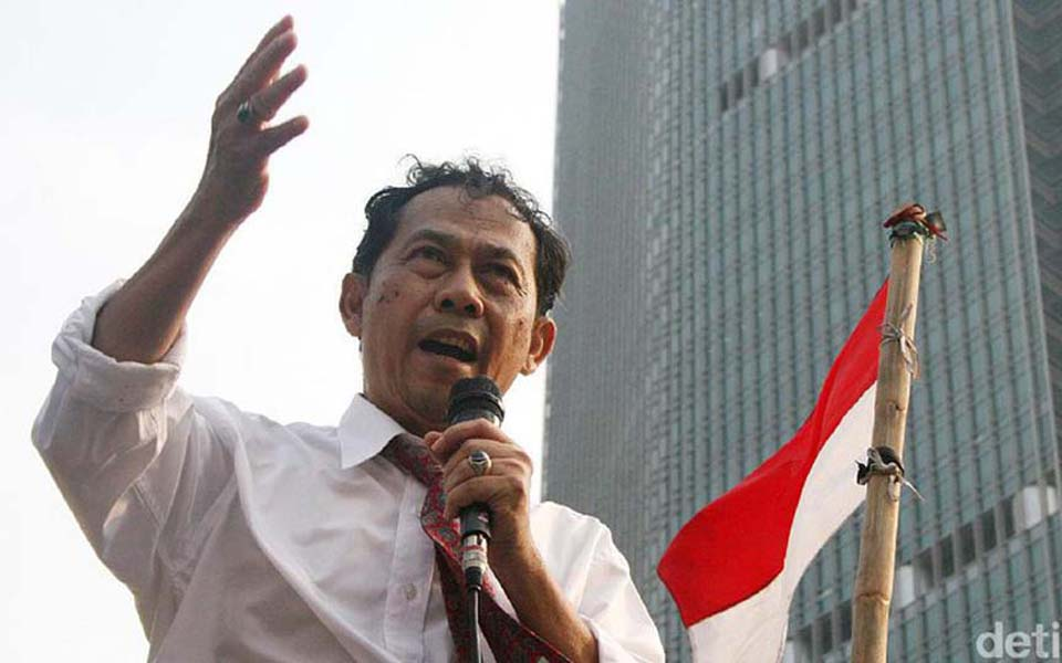 Sri Bintang Pamungkas speaking at rally in Jakarta (Detik)