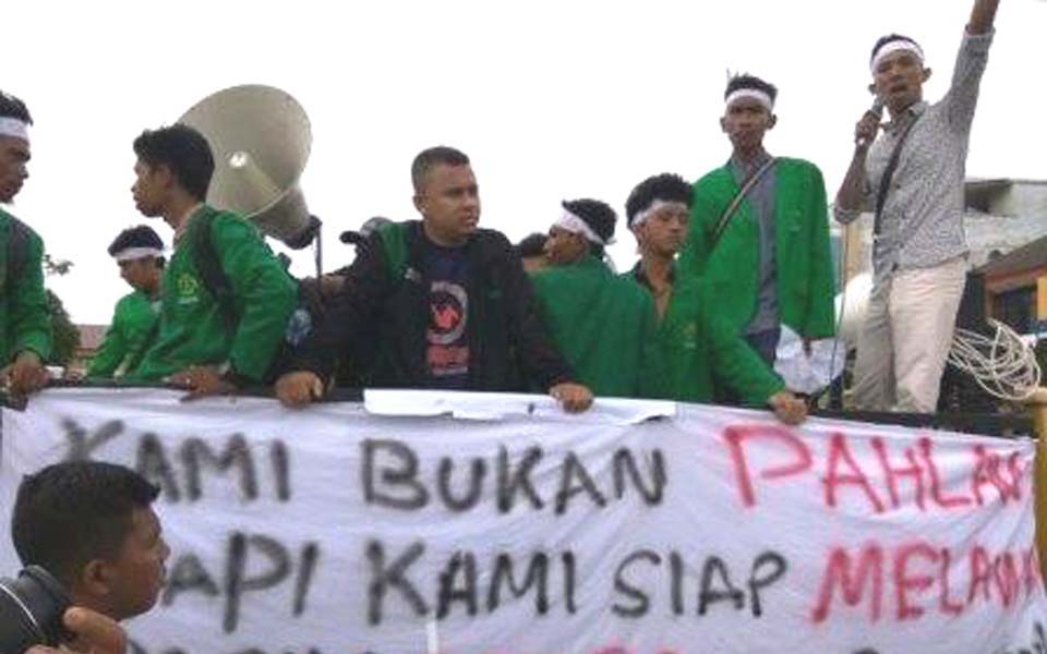 Students rally in support of Draft Law on Aceh Governance (goaceh)