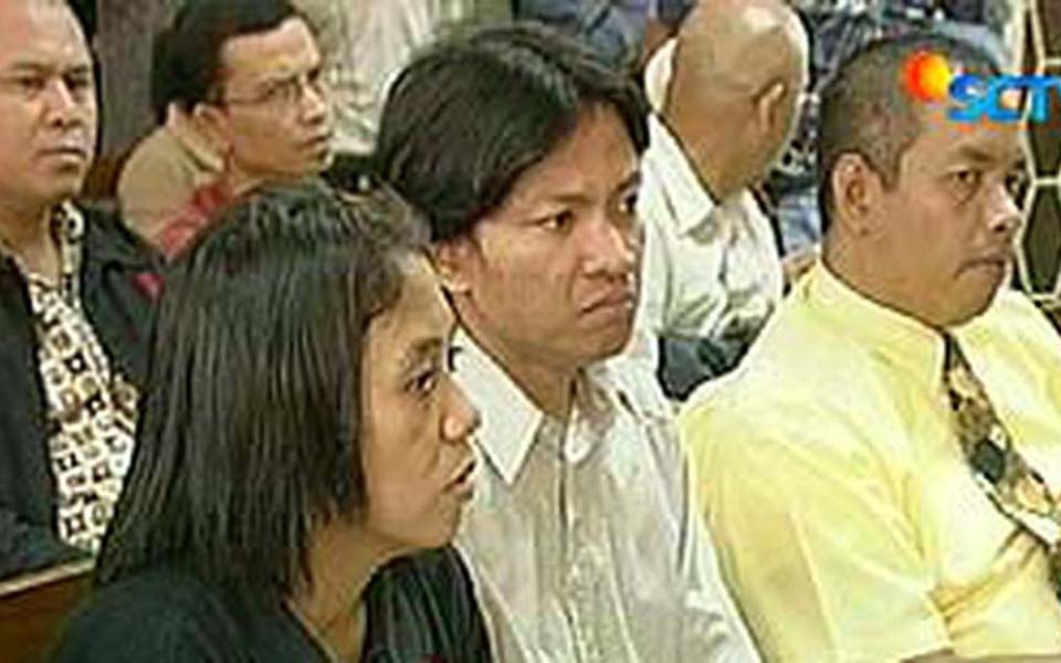 Suciwati listens to proceedings in suit against PT Garuda Indonesia (Liputan 6)