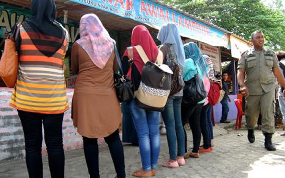 Women picked up by Wilayatul Hisbah officers for wearing tight clothing (Joss Today)