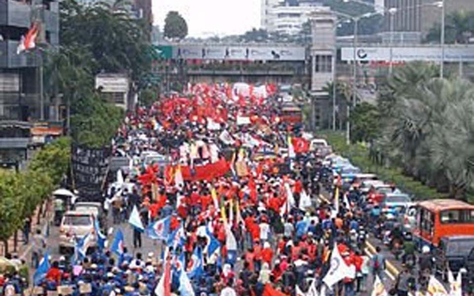 Workers Challenge Alliance rally Central Jakarta business district (adisuara)