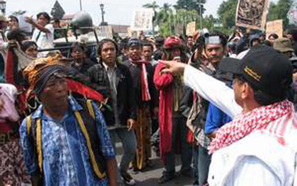 Islamic Defenders Front protest against Papernas - May 1, 2007 (Tika Banget)