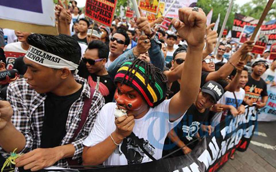 Local people protest in Bali (Tribune)