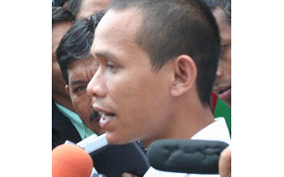 Thamrin Ananda speaks to reporters (thamrinananda)