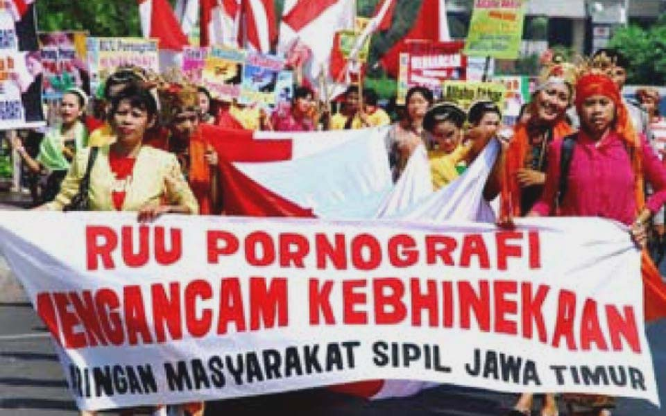 Banner reads 'Anti-Pornography Law Threatens Diversity' (Tempo)