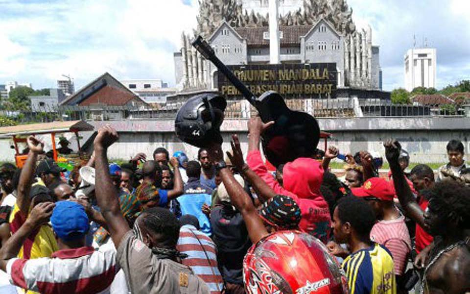 Papuan students rally at Mandala Monument in Makassar (Detik)