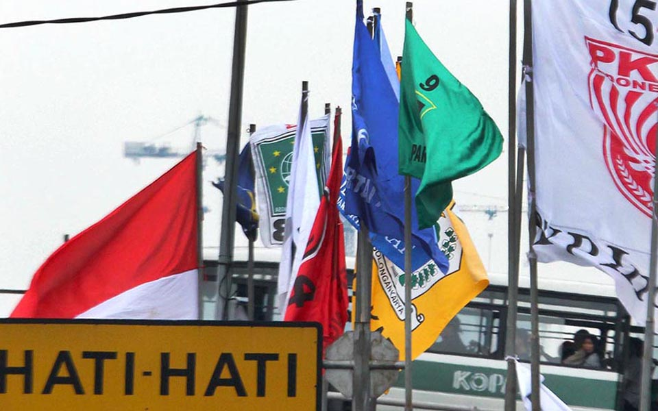 Political party flags on Jakarta street (validnews)