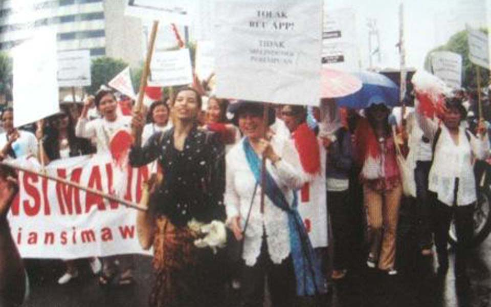 Women protest against Anti-Pornography Law in Jakarta (tutinonka)
