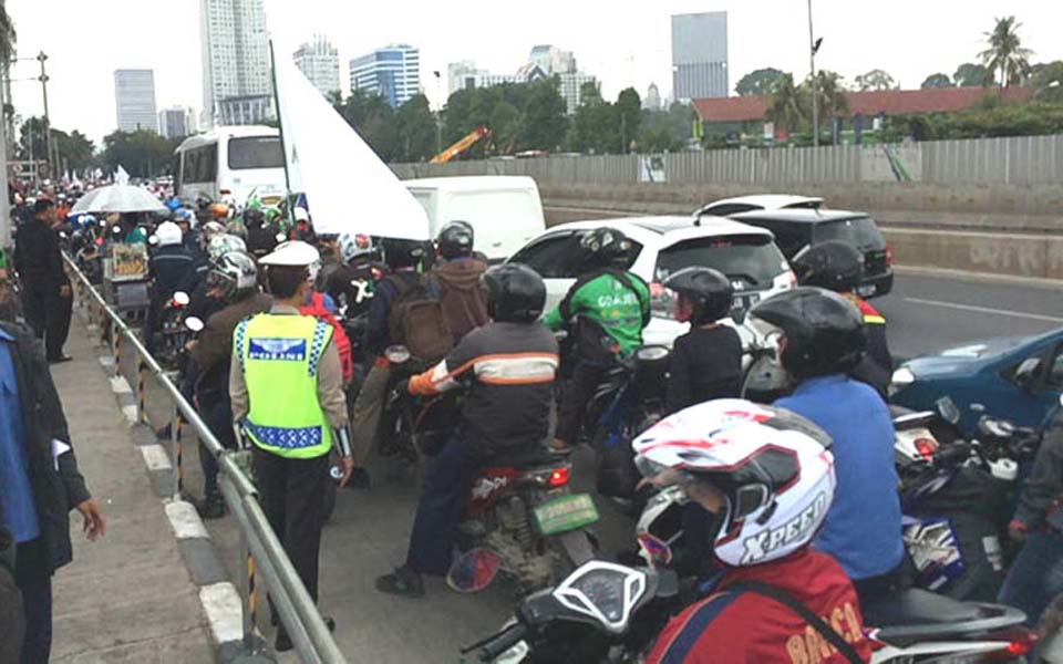 Protest action creating traffic congestion on Jl. Sudirman in Jakarta (Pos Kota)