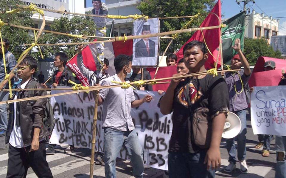 Protest against SBY and Boediono (Kompas)