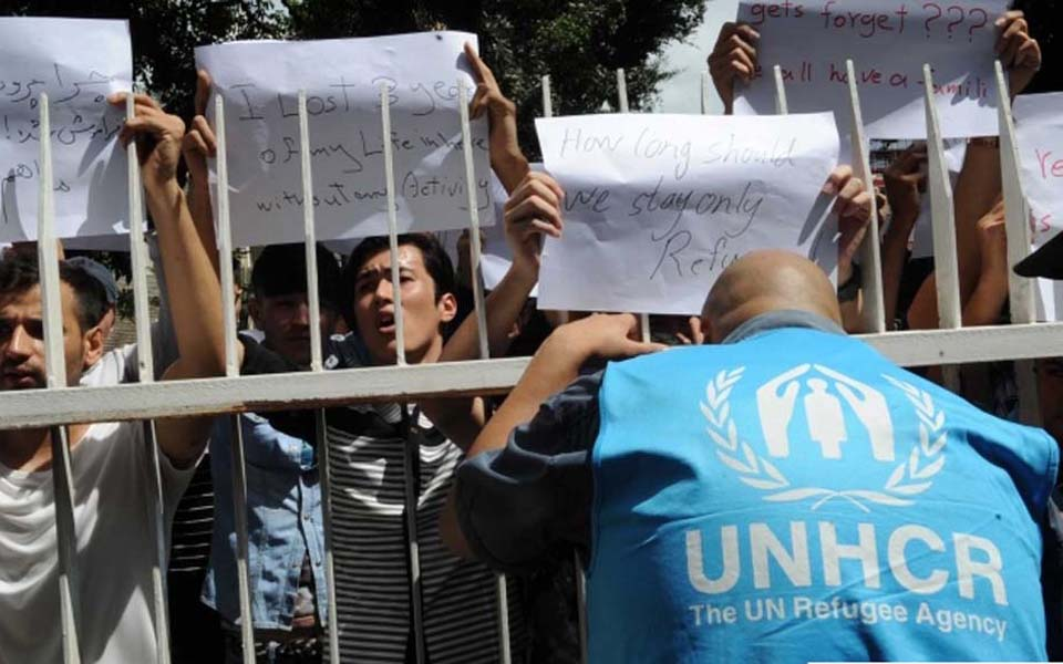 Afghan refugees protest at UNHCR office in Jakarta (Merdeka)