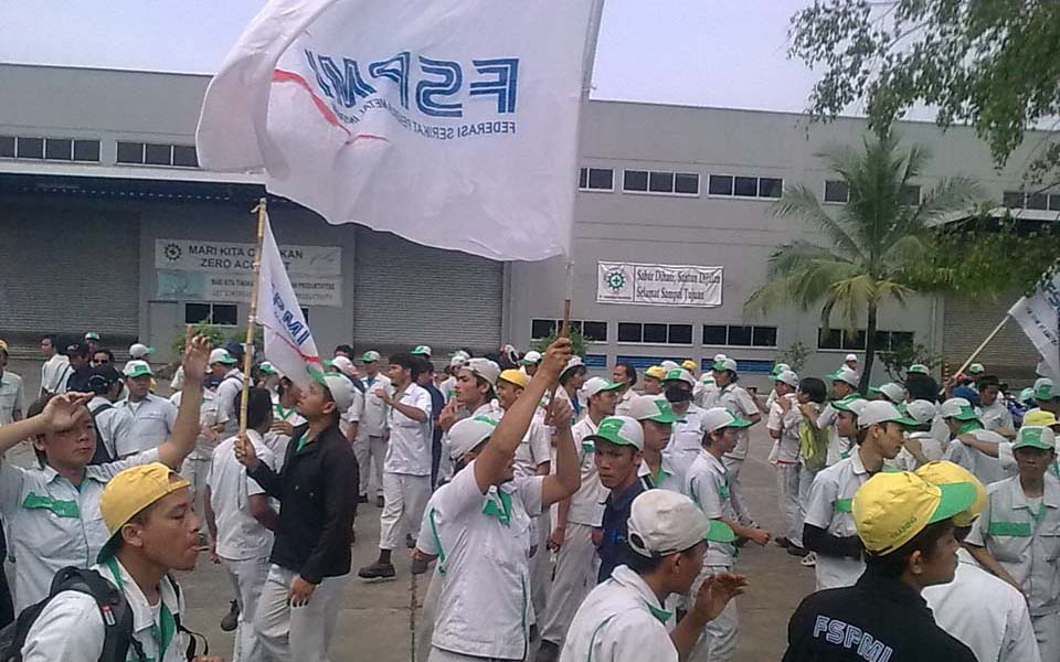 FSPMI workers protest outside PT. Kanefusa Indonesia (Wajah Bekasi)