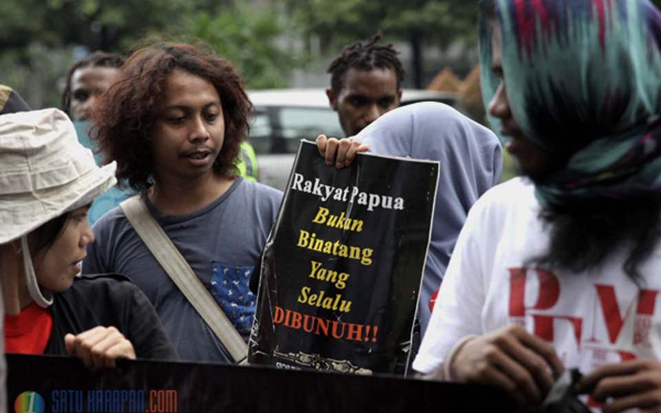 Papuan independence activists protest in front of UN office in Jakarta (fak-fak)