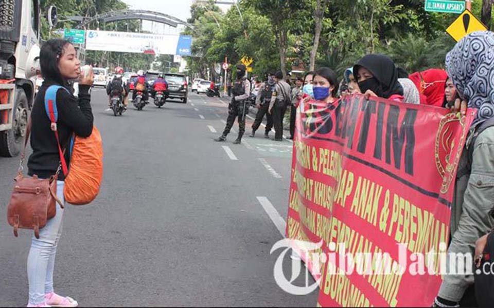 Women activists commemorate IWD in Surabaya (Tribune)