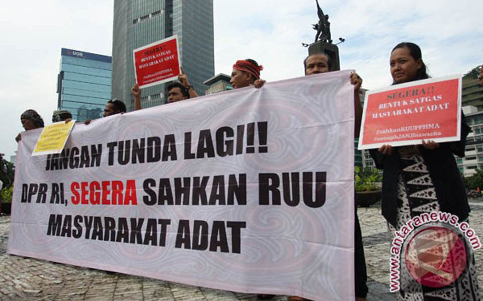 Land rights activists rally at Hotel Indonesia traffic circle in Jakarta (Antara)