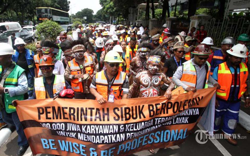 PT Freeport Indonesia workers demonstrate in Jakarta (Tribune)