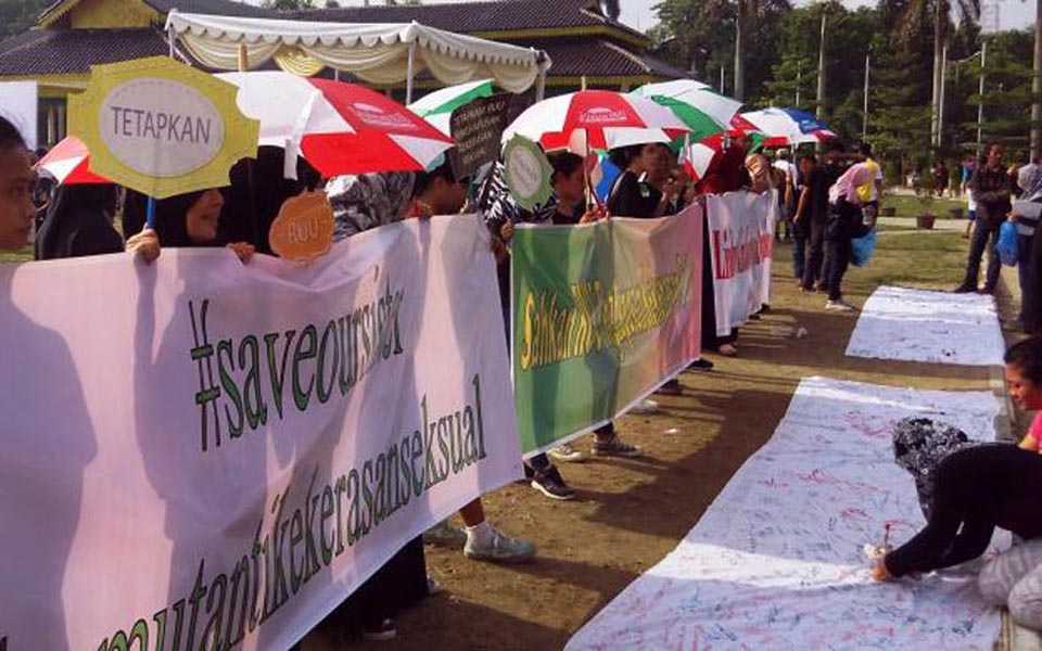 Women protest against sexual violence in Medan (Kompas)