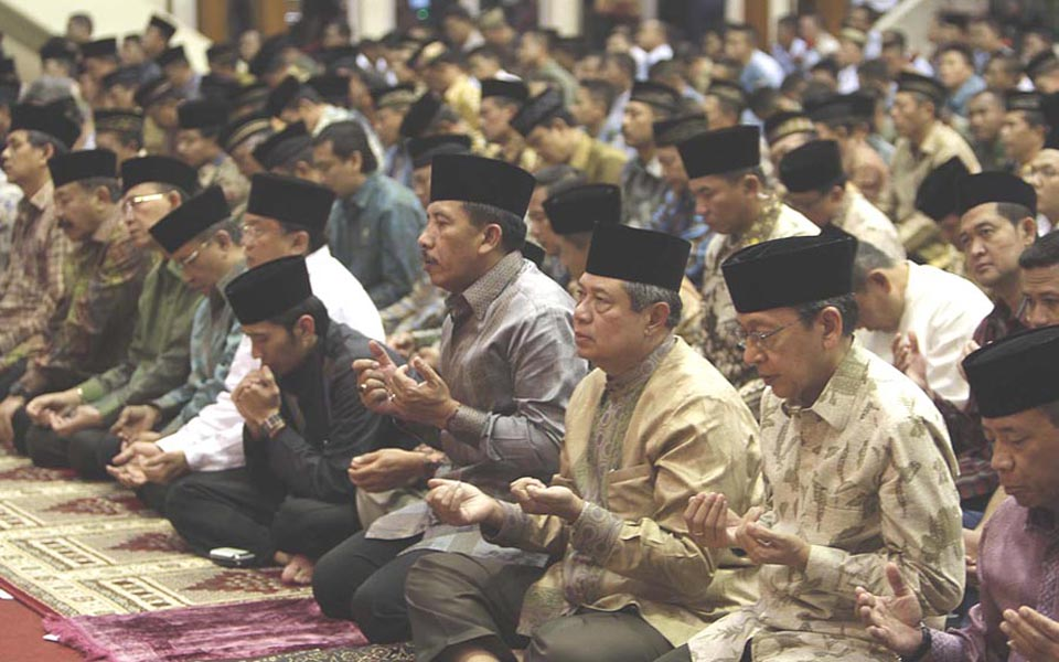 President Susilo Bambang Yudhoyono breaks fast at TNI headquarters - August 9, 2011 (PD)