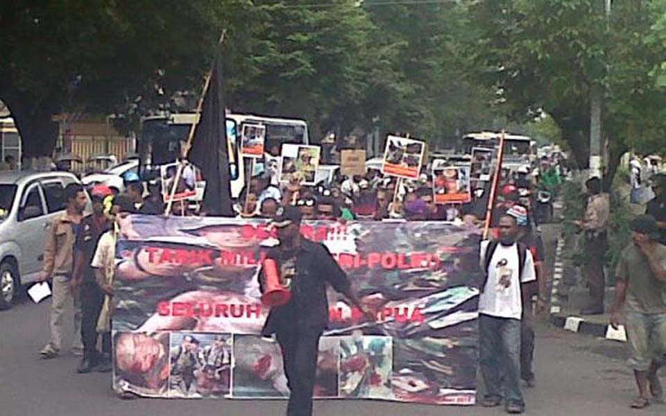 Papuans students in Yogyakarta call for troops out of West Papua - June 11, 2012 (Tribune)