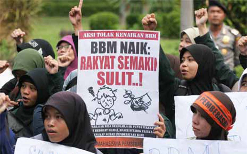 Pembebasan students protest fuel price hikes in Yogyakarta - March 26, 2012 (Tempo)