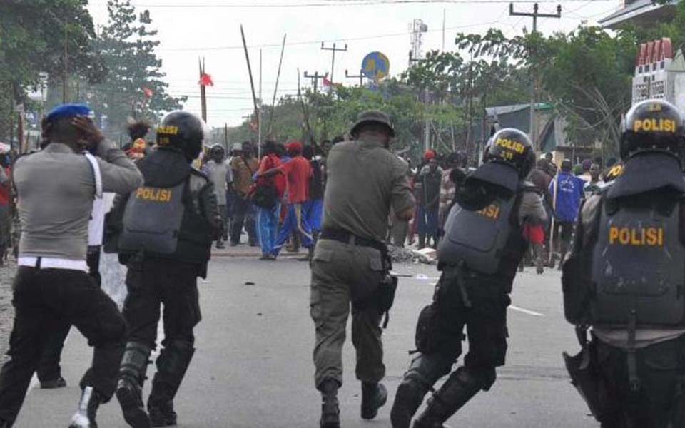 Soldiers attack pro-independence demonstrators in Timika (Antara)