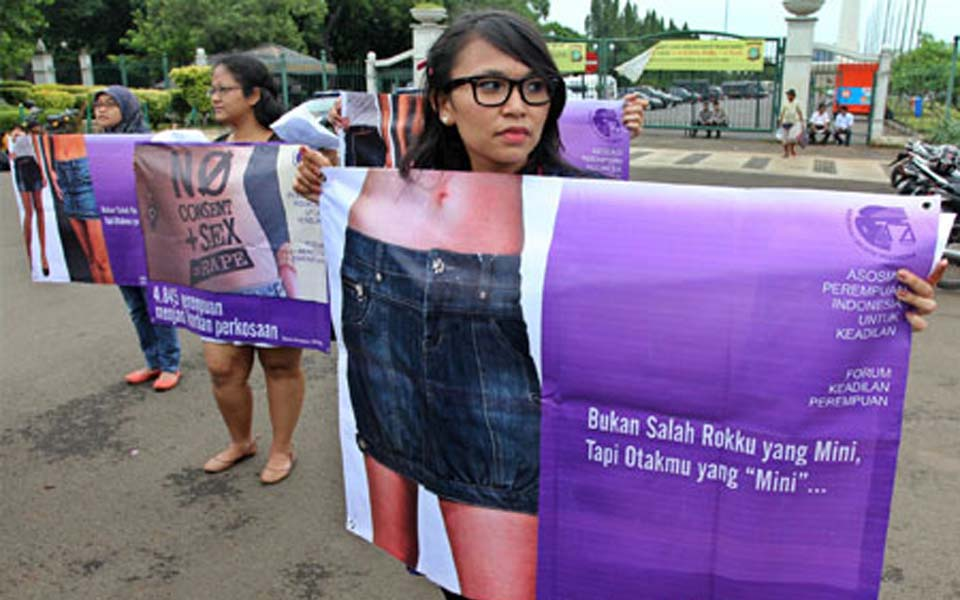 Women activists commemorate IWD at State Palace in Jakarta - March 8, 2012 (RMOL)