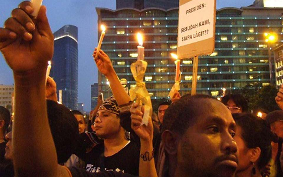 Candle lit vigil in Jakarta for Cebongan shootings - February 28, 2013 (UCA News)