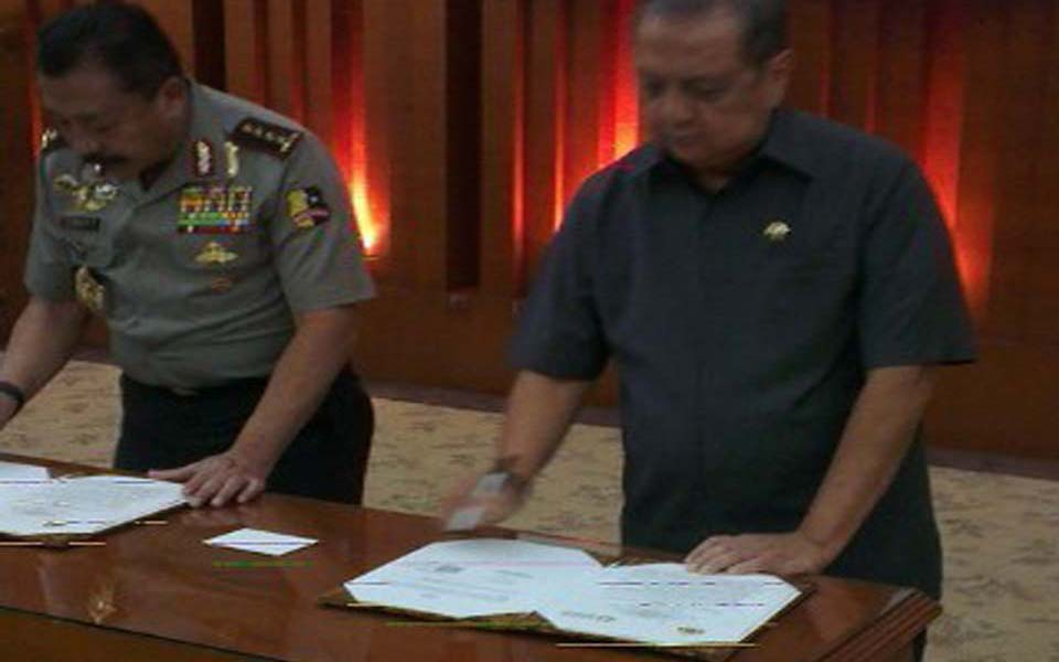 Signing of MoU between police and Ministry of Industry - August 28, 2013 (Detik)