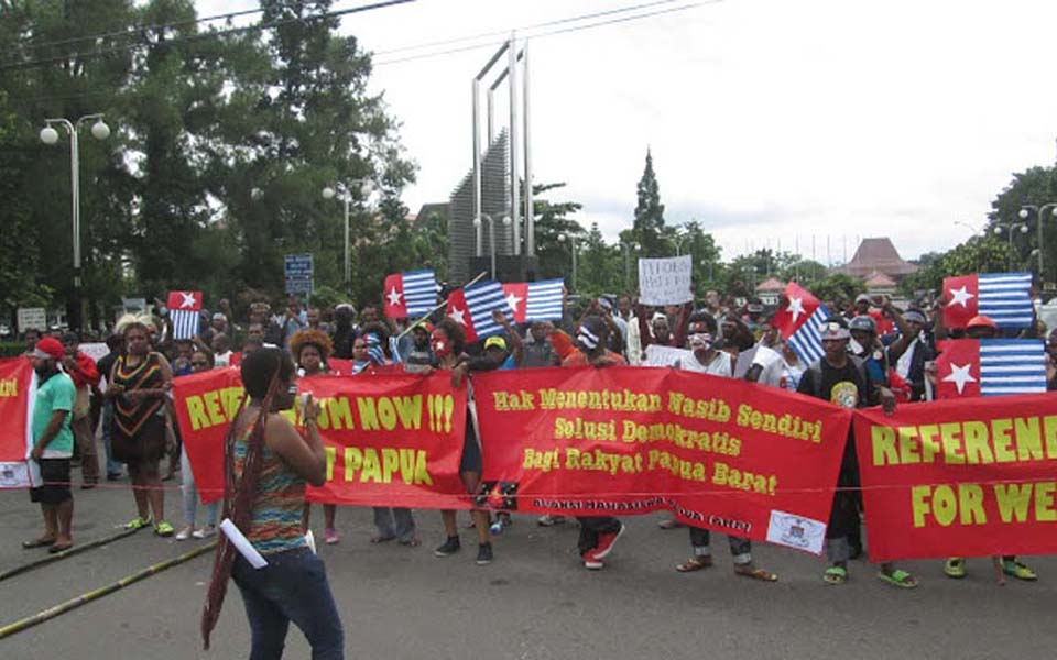 Student protesters from AMP hold rally in Yogyakarta - July 15, 2013 (Papua Post)