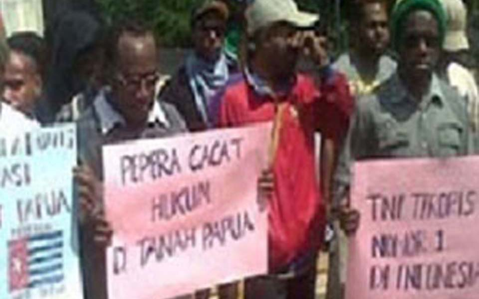 West Papuan protesters call for self-determination in Bogor - August 16, 2013 (Pos Kota)
