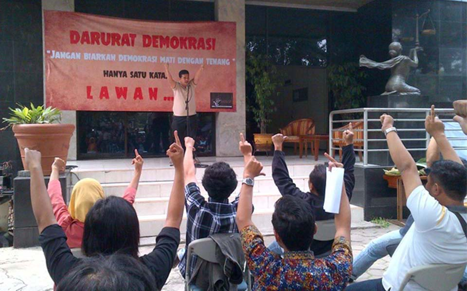 Civil society activists congratulate Prabowo and SBY for restoration of New Order dictatorship - October 8, 2014 (Satu Harapan)