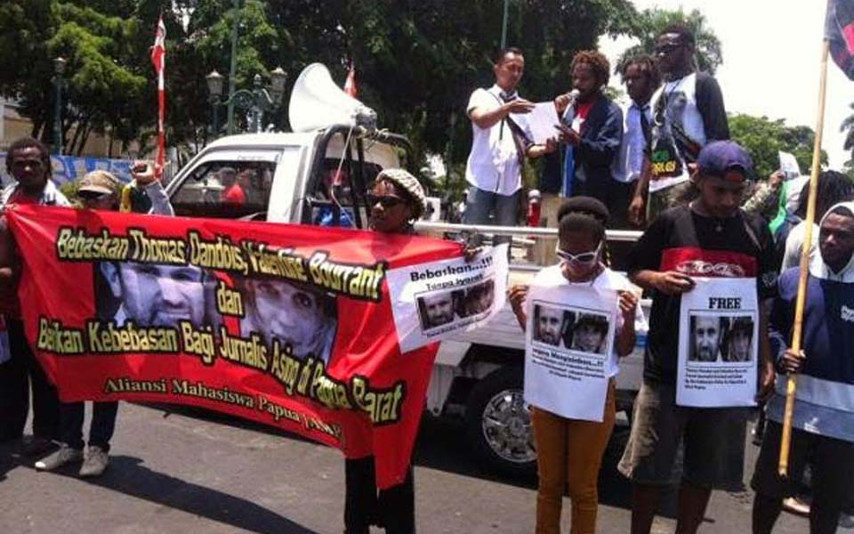 AMP rally in Surabaya calling for release of two French journalists - October 13, 2014 (2.bp)