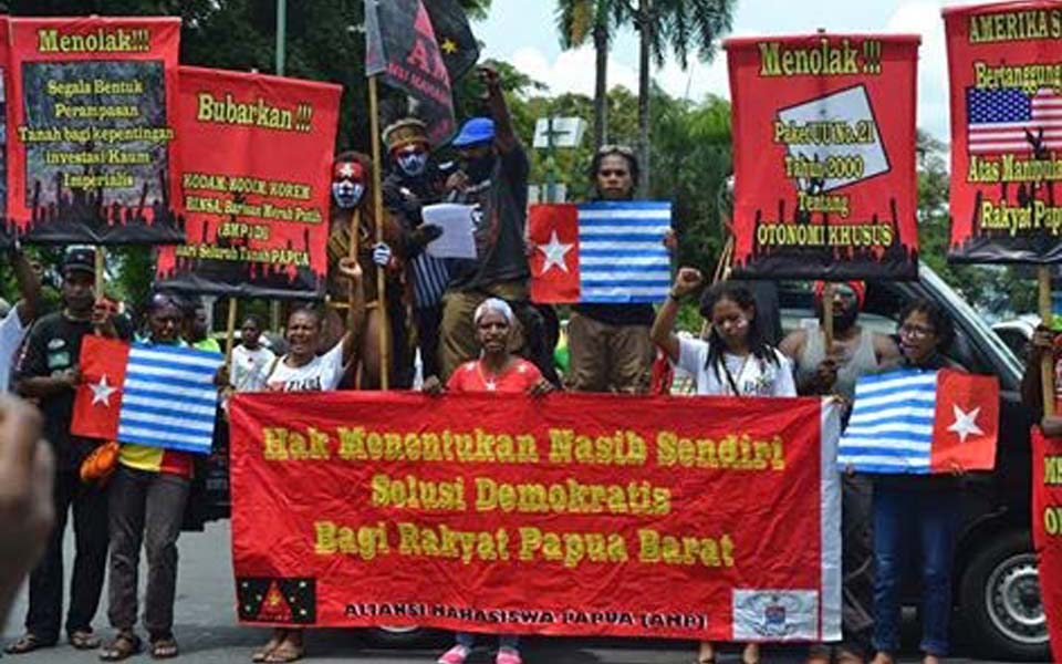 Papuan Student Alliance rally in Yogyakarta commemorating Trikora - December 19, 2017 (wkbgnews)