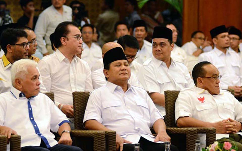 Prabowo Subianto, Hatta Rajasa and Aburizal Bakrie attend DPR session - September 26, 2014 (Tempo)