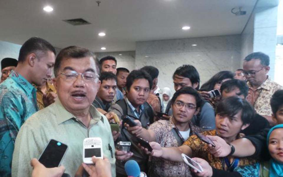 Vice President Jusuf Kalla speaking to reporters in Jakarta - December 10, 2014 (Kompas)