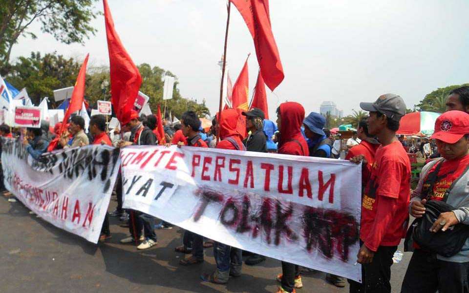 Workers protest against new labour regulation - October 15, 2015 (Ade To Er Ce)