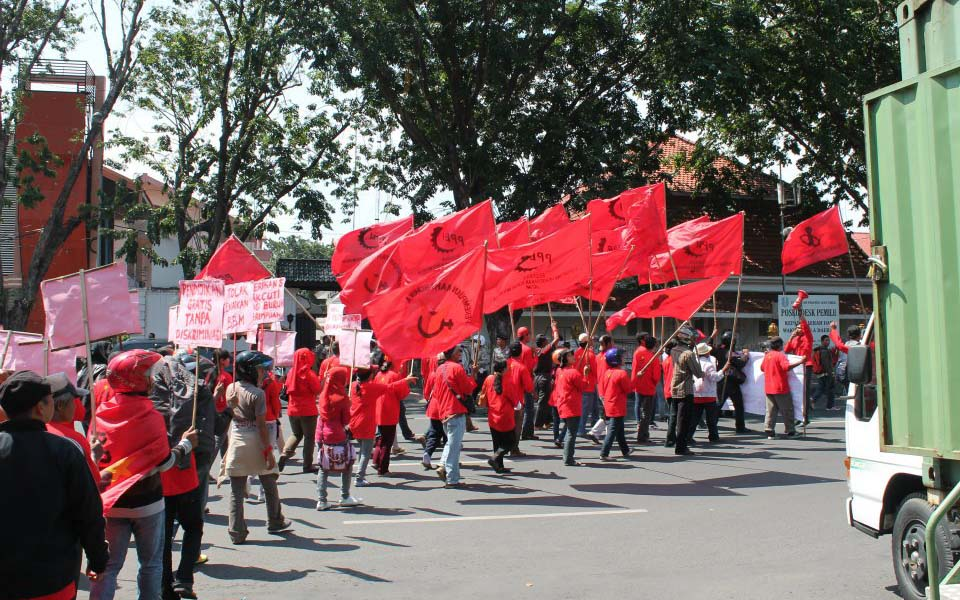 Rally by APB workers - May 2, 2012 (A. Irwanto)