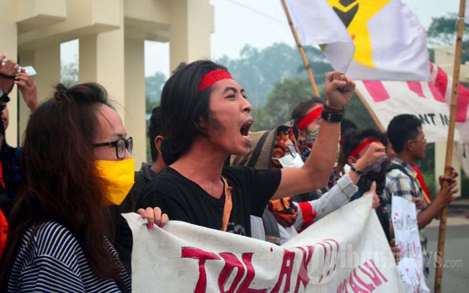 Students from APMKB protest against State Defense program in West Kalimantan - October 19, 2015 (Tribune)