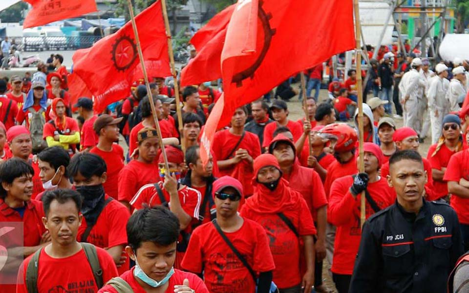 Workers in Bekasi protest against new wage regulation - November 24, 2015 (Liputan6)