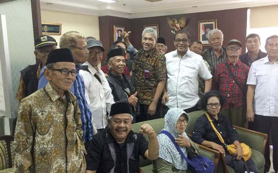 65 Forum members visit Social Affairs Ministry to oppose Suharto being made national hero - October 27, 2016 (CNN)