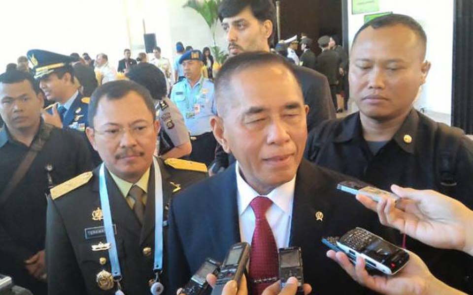 Defense Minister Ryamizard Ryacudu talks to reporters in Jakarta - May 2017 (Antara)